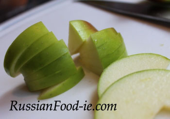 Apple Charlotte recipe. How to cut apples for Russian