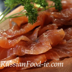 Homemade gravlax quick recipe: cured salted salmon
