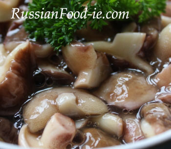 Russian marinated mushrooms recipe. Slippery jacks (maslyata) pickled with vinegar