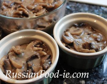 Mushroom julienne en cocotte, Russian recipe