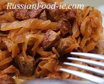 Russian stewed cabbage Solyanka recipe