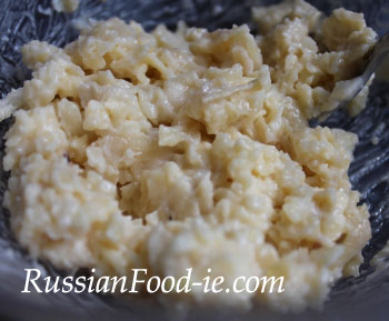 Cheese, garlic and mayonnaise filling for tomatoes. Russian cuisine